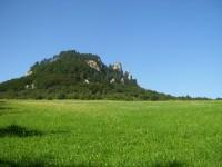 Výhled na Chmelnici nad obcí Červený Kameň