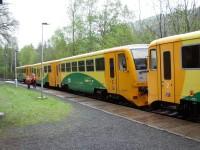 Příjezd vlaku do zastávky Jívová