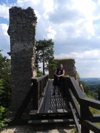 Po mostě do útrob hradu