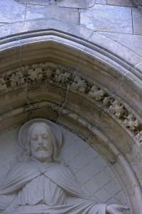 Detail portálu kostela sv. Františka z Assisi