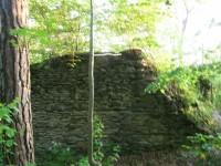 Zbytek hranolové věže na Křikavě