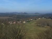 výhled z rozhledny na stolové hory v Sasku