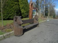 lavička u kostela