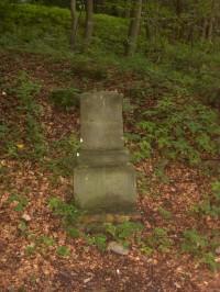 pomníček pod hradem