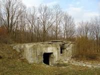 rozbitý bunkr u Žárovic