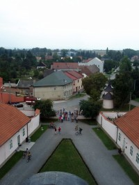 výhled z věže zámku - vpravo kaplička