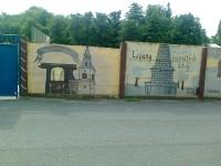 Kouřim - zdi sportovního areálu