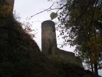 Pohled na hrad z přístupové cesty