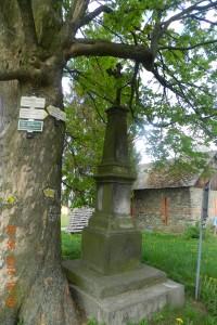 kříž u lípy na konci obce - výchozí bod