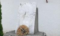 pomník zblízka