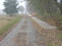 Přístupová cesta od vlakové zastávky do obce Slatina