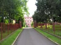 Vstup do zámku Milešov