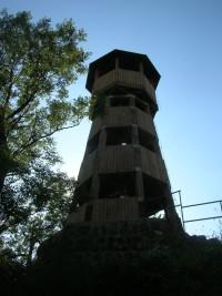 Rozhledna Strážný vrch zespodu
