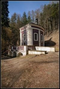 Klokočka - léčivý pramen nedaleko Bakova n. Jizerou