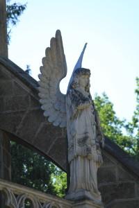 Socha zdobící hrobku