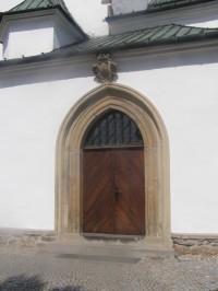 Hlavní vstup do kostela