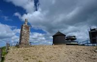 Krkonoše: stavby na vrcholu Sněžky