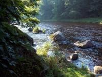 Otava obtéká kempy v Anníně