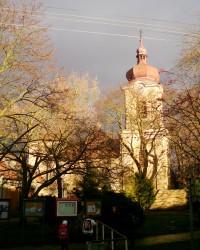 pohled na kostel od západu