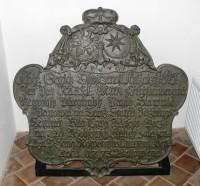 pamětní litinová deska z r. 1773 na památku založení vysoké pece v Nižboru