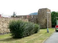 hradby na rohu ulic Havlíčkova a Hrdlořezy