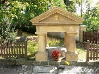 Neumětely - hrob bájného Šemíka