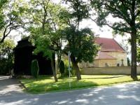 Neumětely - kostel sv. Petra a Pavla, fara a zvonice