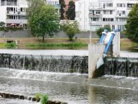bližší pohled na ovládání jezu - proti proudu řeky