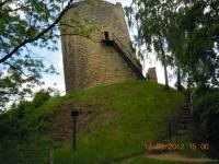 věž zříceniny hradu Michalovice je nakloněná