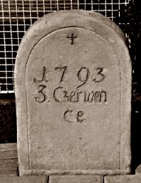 Pět mrtvých vojáků císaře Františka. Pomníček v Ostrovačicích.
