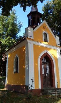 Kaplička v Podhořanech u Nových Hradů