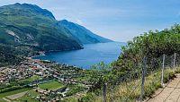 Stezka Monte Brione - procházka přírodou a historií s výhledem na jezero Garda