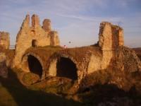 Zvířetice-hrad a zámek nad řekou Jizerou