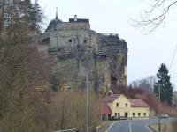 cestou k vrcholu, skalní hrad ve Sloupu v Čechách