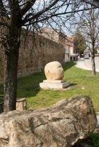 Díla ze sochařského sympozia