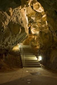 Vstup do jeskyní bez blesku