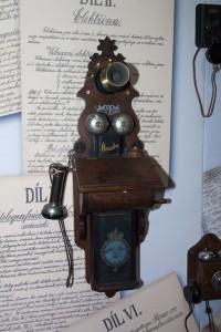 Z výstavy telefonů