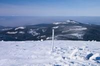 Czarna Góra vlevo nad inverzí Krkonoše