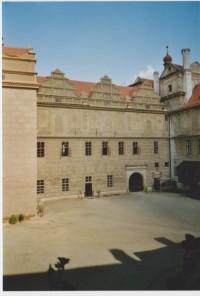 Nádvoří hradu a zámku Horšovský Týn