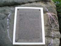Pamětní deska na Jarmilině skále