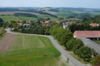 Výhled z rozhledny na obec Karasín
