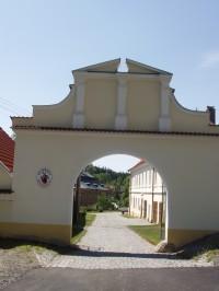 Zámek Dírná – ubytování v areálu zámku