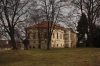Venkovské původně barokní sídlo z let 1707 – 1709  v Brodku u Prostějova