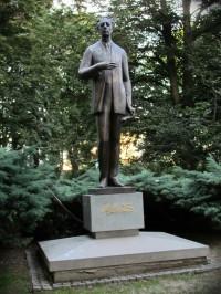 Pomník skladatele v městském parku