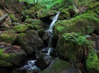 Vodopádky a kaskády pod Bludným