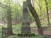 Památník Vítězslav Hálek, u turistického rozcestníku mezi Zbraslav - Točná