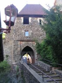 Vstupní věžová brána