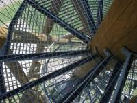 železné schodiště