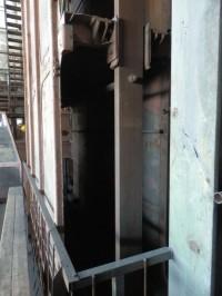 Kabina výtahu pro dva vozíky nebo několik horníků