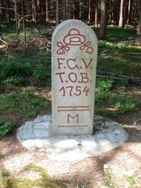 Replika hraničního kamene Na Stráni, z moravské strany